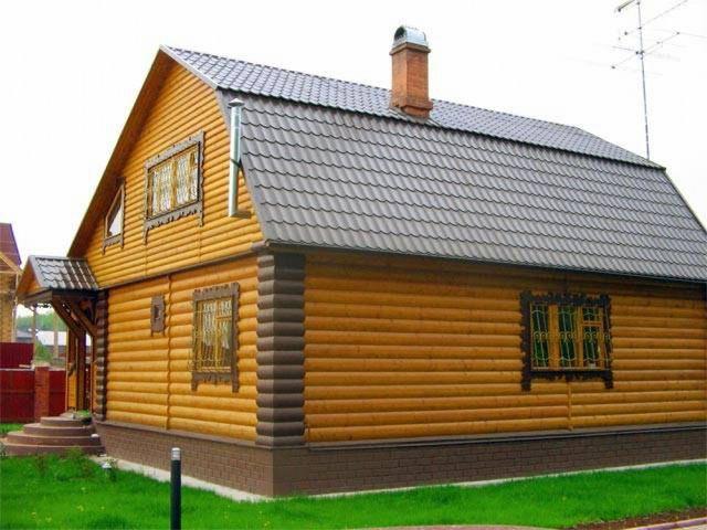 Дом, обшитый блок-хаусом, неотличим от настоящего бревенчатого сруба