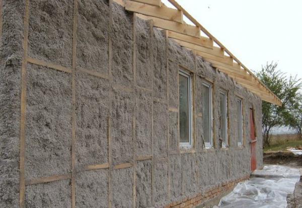 Еще один метод термоизоляции стен — напыление эковаты