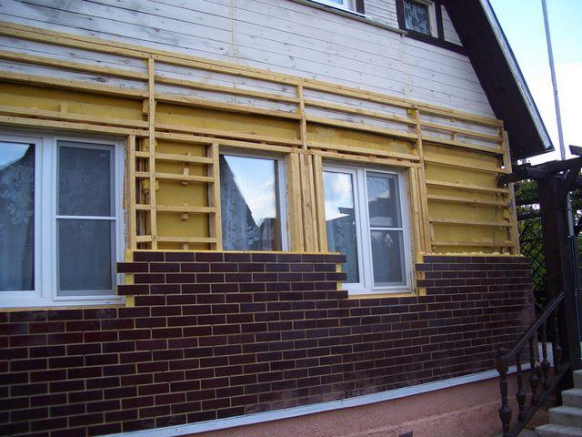 Монтаж клинкерных термопанелей может осуществляться непосредственно на стены или на обрешетку