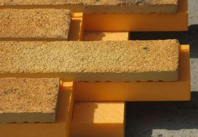 """Структура панелей - слой утеплителя и декоративная плитка """"под кирпич"""""""