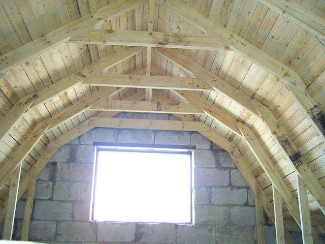Мансардную крышу простой в исполнении не назовешь ...