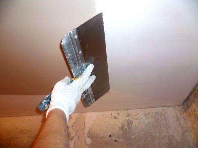 Финишная отделка - шпатлевание потолка