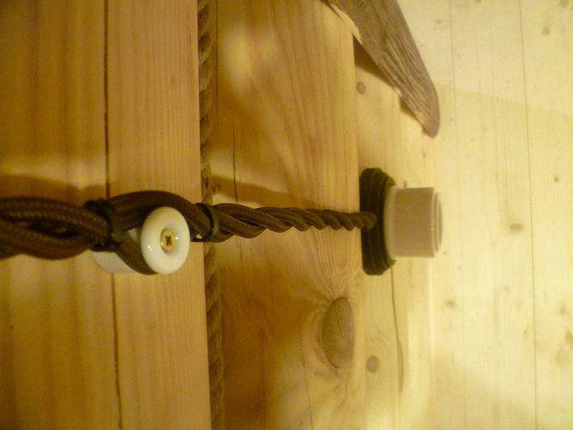 Открытое размещение на роликах-изоляторах