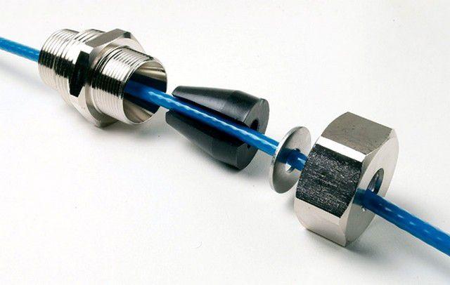 Сальниковый узел греющего кабеля для размещения его в трубе