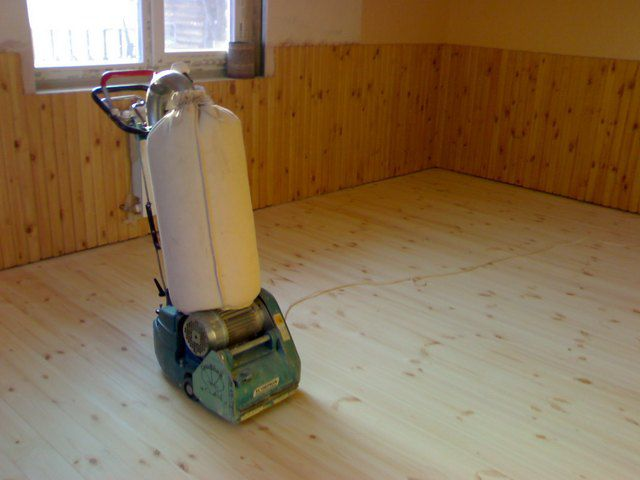 На новом полу обычно бывает достаточно только чистовой шлифовки