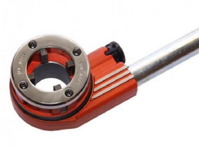 Клупп - специальный инструмент для нарезки резьбы на трубах различного диаметра