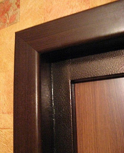 Виниловые откосы обычно изготавливают на заказ после промера дверных проемов