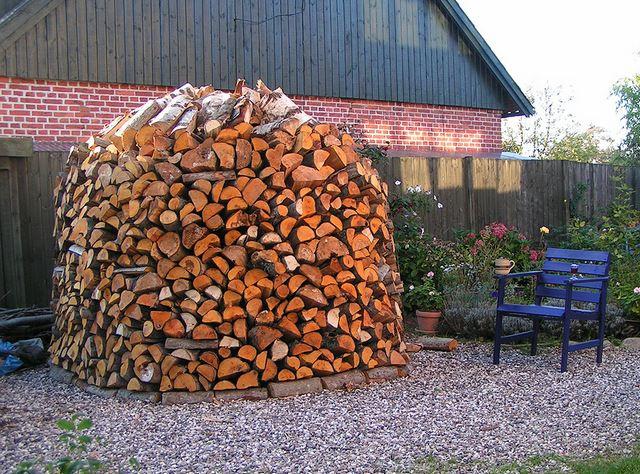 Какими дровами лучше топить печь: выбираем лучшие породы для топления печи в доме13