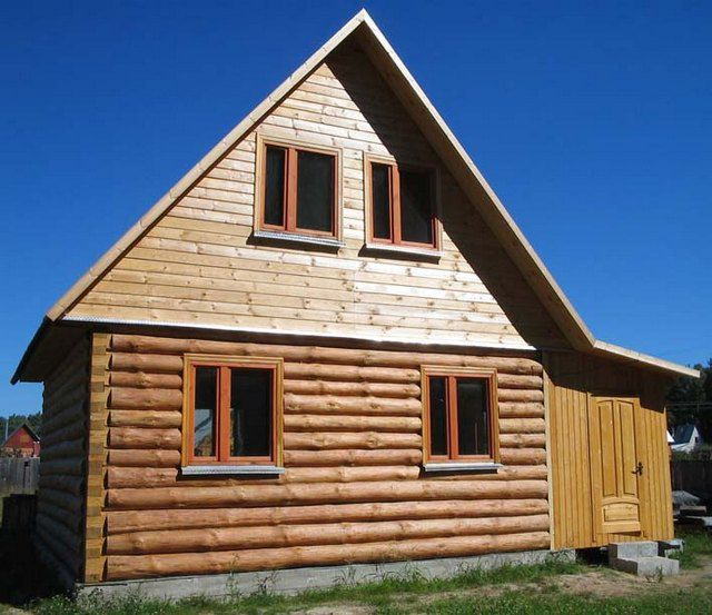 Фронтон следует зашивать незамедлительно, чтобы ветром не сорвало всю конструкцию крыши
