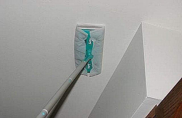 Хорошая краска должна позволять проводить влажную уборку потолка