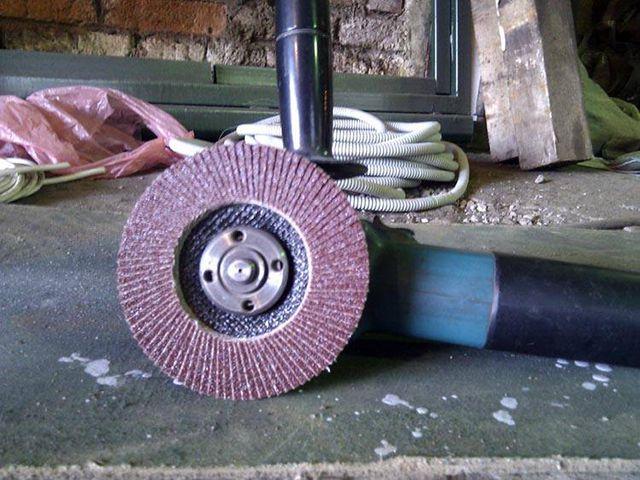 Таким диском лучше всего очищать трубы от очагов коррозии и загрязнений