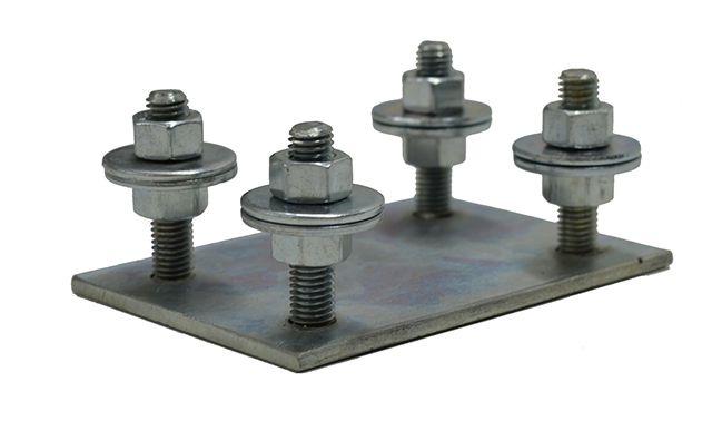 Применение монтажной регулировочной пластины сильно упрощает монтаж ворот