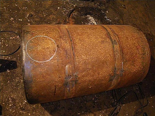 Разметка отверстия под выводной патрубок
