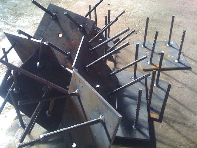 Закладные пластины луче всего монтировать еще на этапе кладки кирпичных столбов