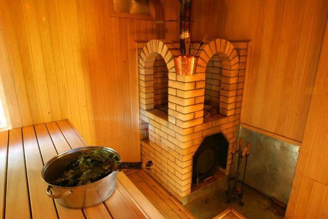 Комбинированный вариант - металлическая печь, обложенная кирпичом