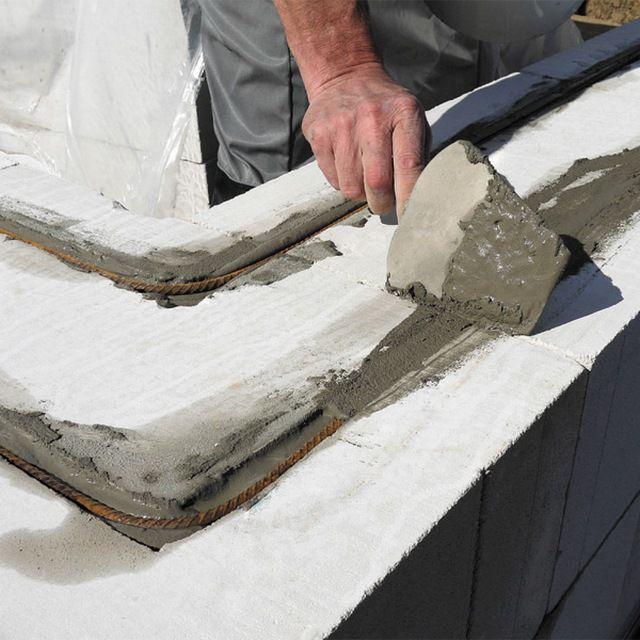 После укладки арматуры штробы полностью заделываются раствором