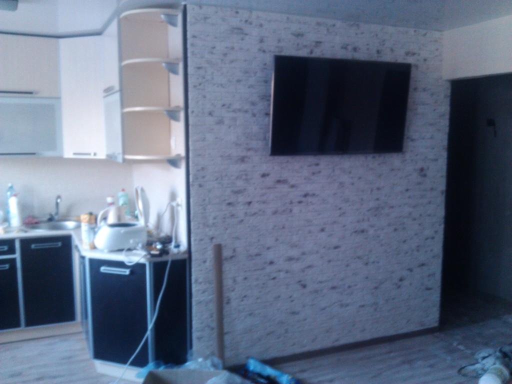 Как отделать стену декоративным камнем
