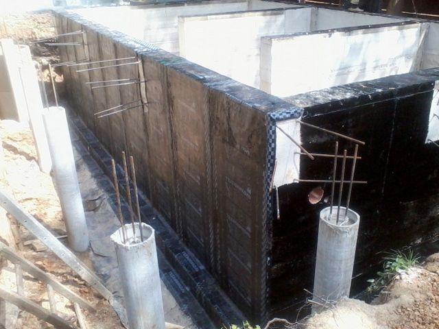 Фундамент с рулонной оклеечной гидроизоляцией