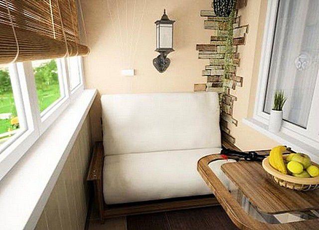 Небольшая лоджия преображена в уютный уголок отдыха