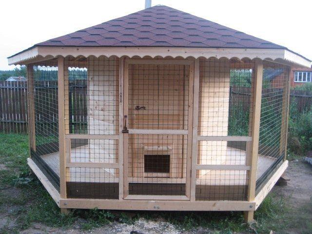 Крыша может быть и такой сложной формы, но обычно ограничиваются односкатной