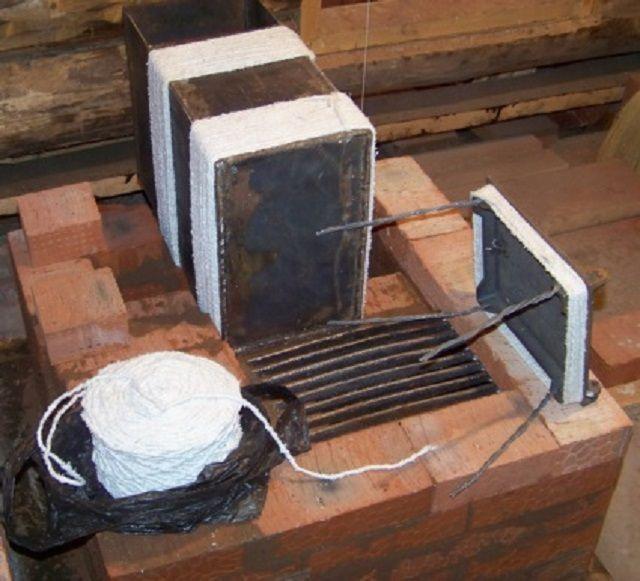 Металлические части, в том числе дверцы и духовой шкаф, рекомендуется заизолировать асбестовым шнуром или прокладками