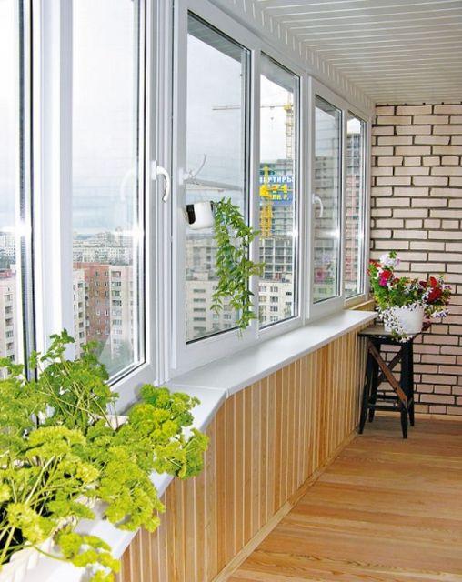 Комплексная отделка балкона или лоджии от компании дом рехау.
