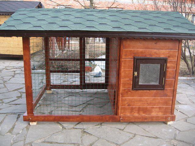 Дворик для выгула можно закрыть общей с курятником крышей