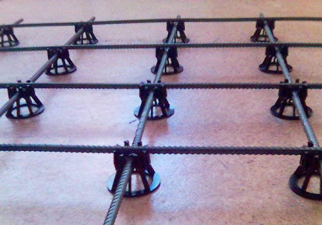 Удобные полимерные стоечки для установки арматурной сетки