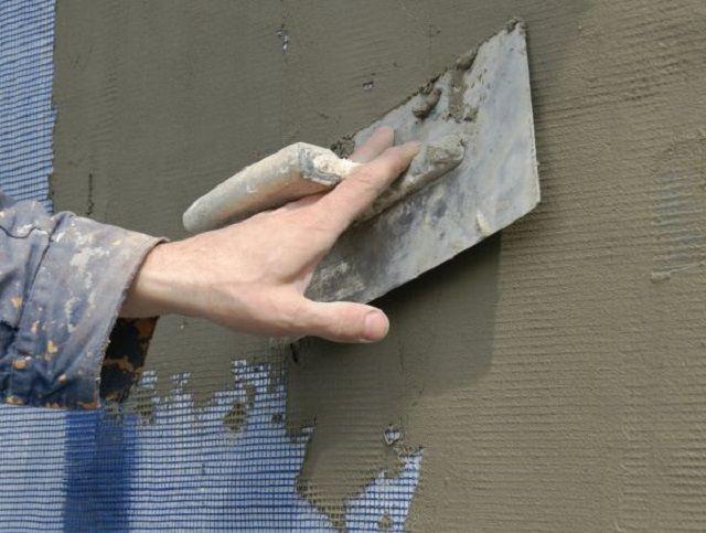 Первичное армирование стен сеткой-серпянкой