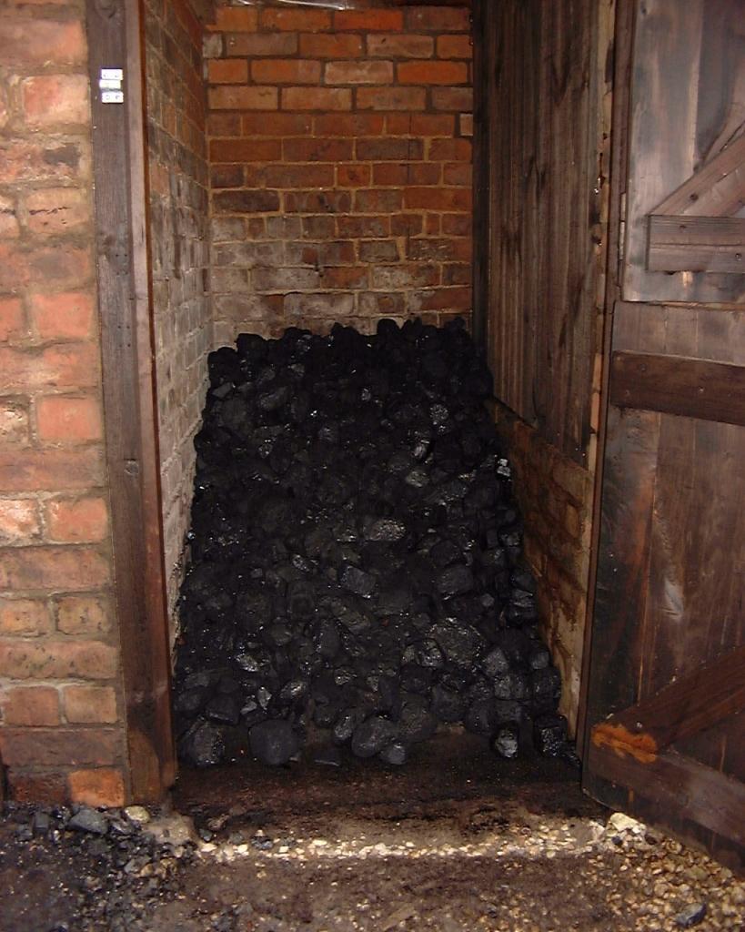 Для растопки котла можно использовать уголь