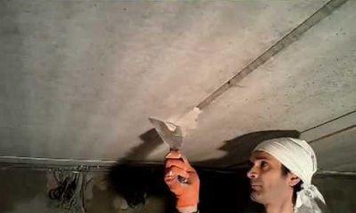 Заделывание потолочных швов перед шпаклевкой