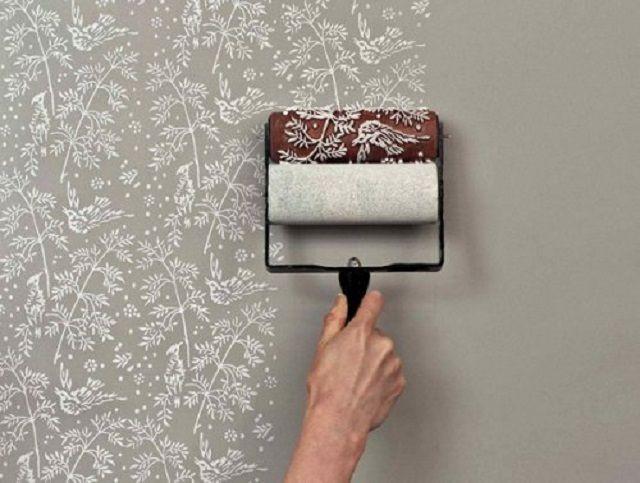 На валике может быть нанесен рельефный рисунок, передающийся на поверхности стен