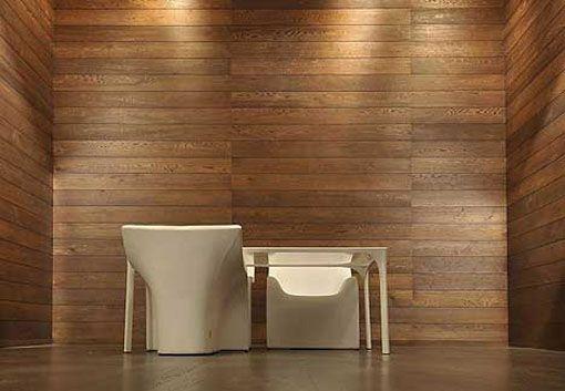 Стены, покрытые натуральными деревянными обоями