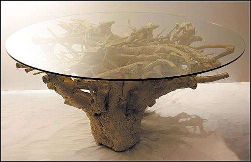 Стол из пня со стеклянной столешницей