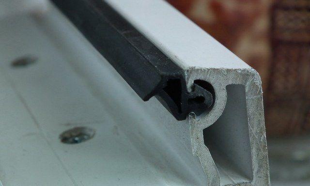 Уплотнитель для стеклопакета - расположен по всему периметру рамы