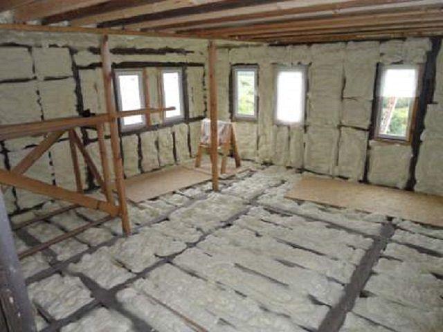 Пенополиуретан универсален - им можно утеплять стены, пол, потолок, кровлю и т.п.