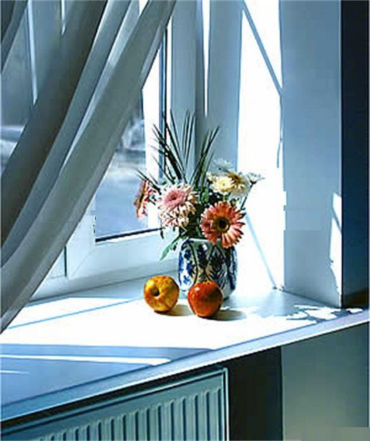 Слишком широкий подоконник нарушает естественную вентиляцию внутренней поверхности окна