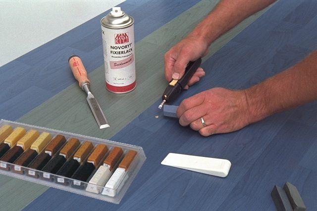 Использование шпаклевки-расплава для заделывания изъянов поверхности