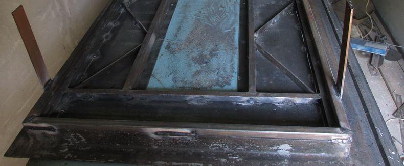 Пластины для крепления двери в проеме