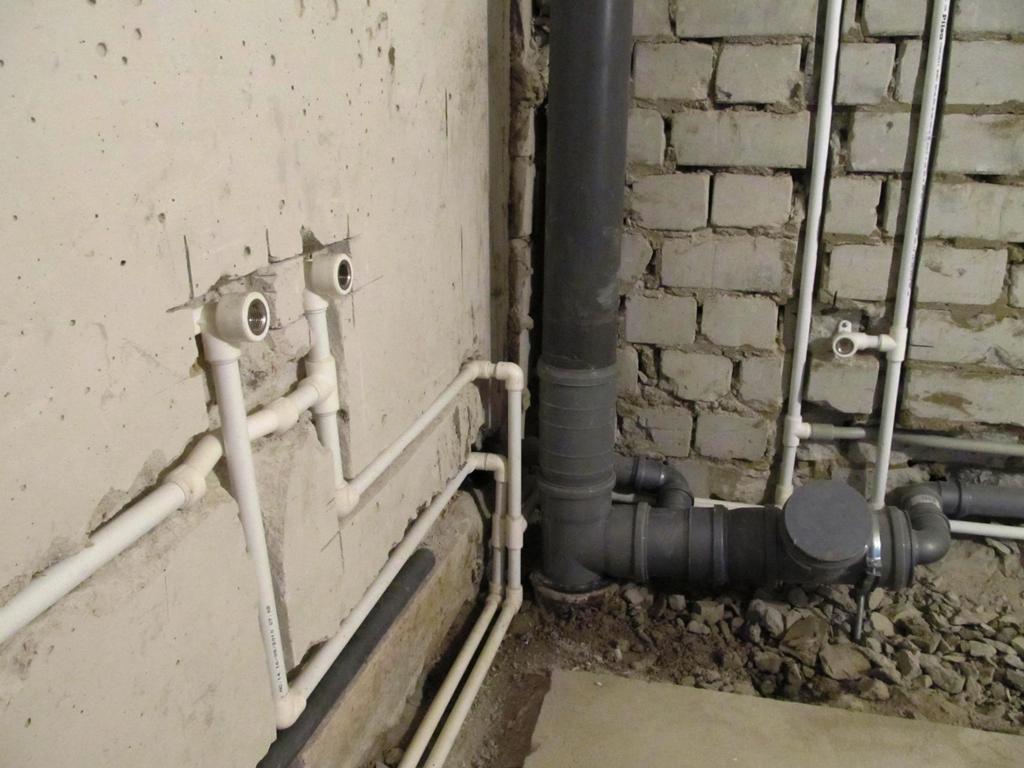 Pазводка водопроводных труб в санузле