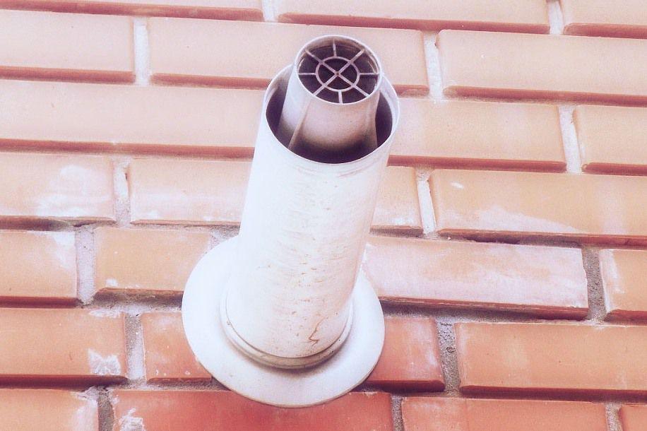 Вид установленного коаксиального дымохода