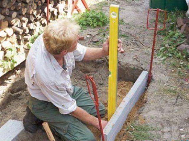 Установка бетонных бордюров с обязательным контролем высоты их расположения