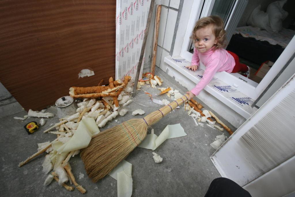 Демонтаж старого напольного покрытия и уборка