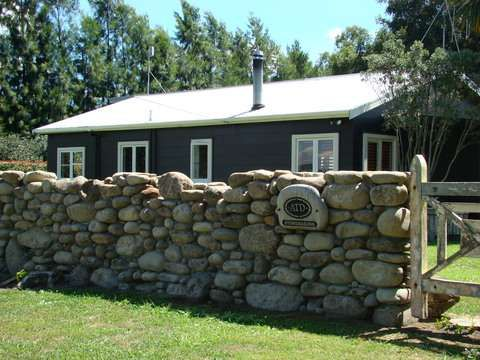 Заборы из природного камня