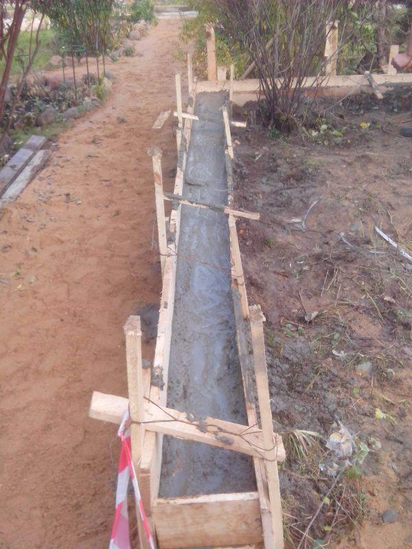 Заполнение опалубки цементом