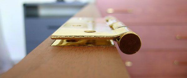 Как заменить дверные петли