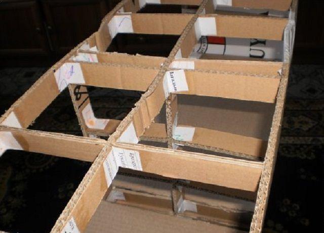 Внутренний каркас можно усилить плотными картонными перемычками