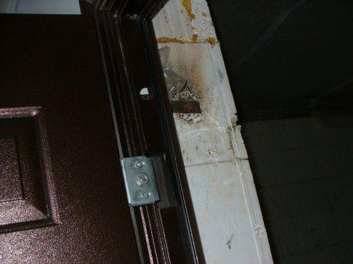 Крепление двери за проушины