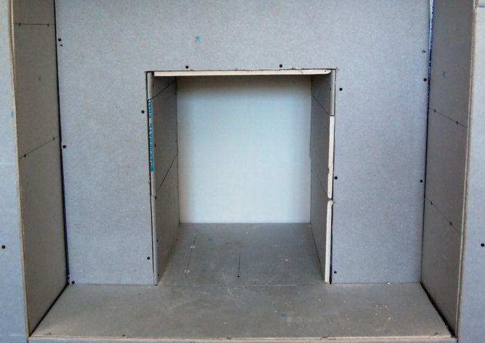 -гипсокартона-крепят-при-помощи-саморезов-на-каркас1 Фальшкамин своими руками (86 фото): чертеж имитации, пошаговая инструкция монтажа фальш-камина, как сделать декор из картона и пенопласта
