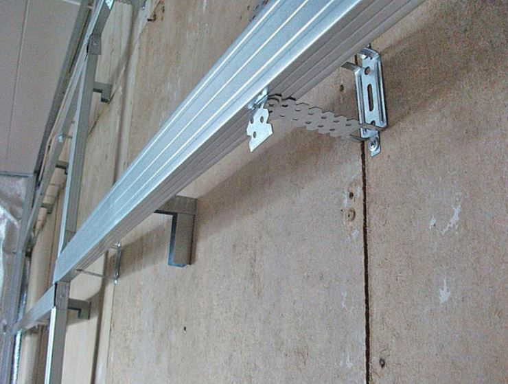 Монтаж стеновых панелей с применением металлических профилей